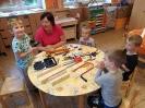 Děti pracují na ponku